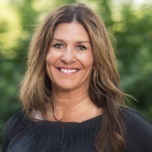 Beth Reiswig Team headshot
