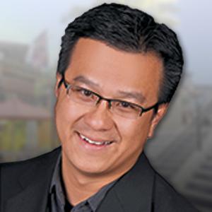 Hoang Le headshot